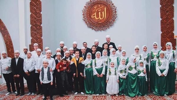 Di kalangan masyarakat, Istiklal Dzamija pun kerap disebut sebagai masjid Indonesia hingga masjid Soeharto atas jasa-jasanya dulu bagi Bosnia.