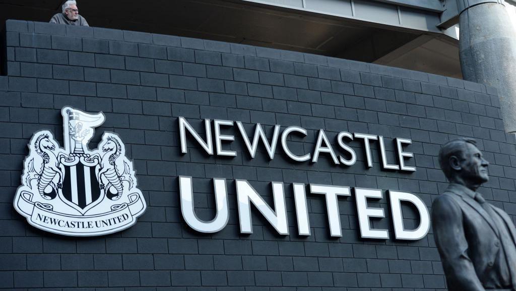 Manajer Kesal Proses Pembelian Newcastle Kelamaan