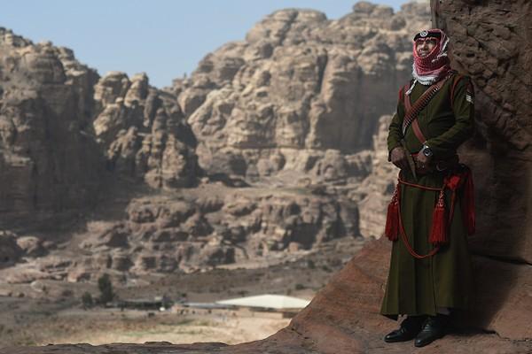 Petra masih memiliki sisi magis dikawasannya. Beberapa bagian bangunan yang sudah mengalami keruntuhan diperkiran berupa bekas gedung teater bermuatan 4.000 orang dan fasilitas umum seperti taman bermain. Artur Widak/NurPhoto via Getty Images