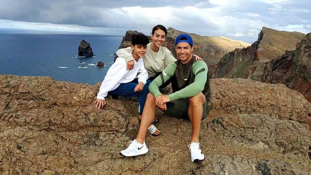 Ronaldo Berjemur Terus, Belum Puas Liburan di Portofino?