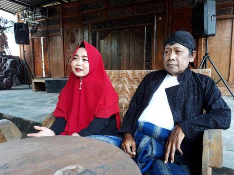 Cak Diqin bersama istrinya, Nyimut Sri Lestari.