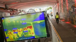 Badan Intelijen Negara (BIN) turun tangan menggelar rapid test COVID-19 massal di Ibu Kota. Salah satunya mengerahkan alat deteksi suhu tubuh canggih thermoscan