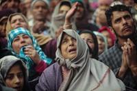 3 Fotografer Associated Press; Dar Yasin, Mukhtar Khan, dan Channi Anand, meraih penghargaan Pulitzer 2020 untuk fotografi fitur. Merikut foto-fotonya.