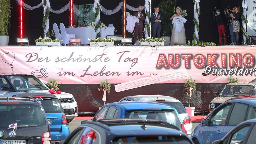 Unik! Resepsi Pernikahan di Jerman Digelar Via Drive In