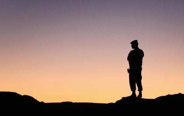 Penduduk Arab menamai Petra dengan julukan Al Bitra. Keberadaan bangunan kuno yang letaknya diapit pegunungan berbentuk sayap tersebut termuat dalam sebuah hadits. Imam Bukhari sebagai periwayat hadits yang shahih menyebutkan sejarah Petra secara tersirat. Chris Jackson/Getty Images