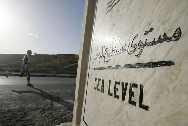 Laut Mati tidak terlepas dari sejarah bagi beberapa agama seperti agama Kristen dan agama Islam. Laut Mati banyak ditulis pada Perjanjian Lama namun dengan menggunakan bahasa Ibrani yaitu Yam ha-Melah yang berarti Laut Garam atau Laut Asin. Salah Malkawi/ Getty Images