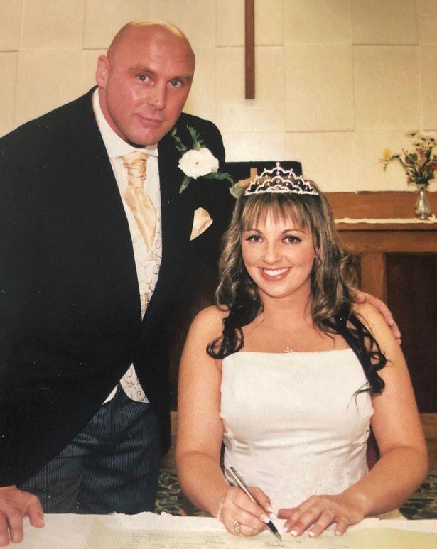 Pernikahan Emma Keeley dan Wayne