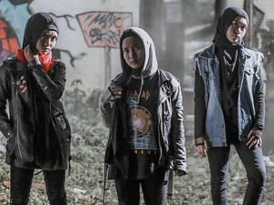 Band Hijabers Metal dari Garut Menarik Atensi Personel Red Hot Chili Peppers