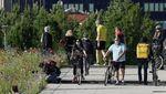 Warga Italia Nikmati Bersepeda usai Lockdown Dilonggarkan