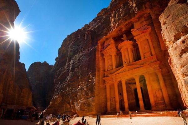Pada tahun 2007 UNESCO di bawah PBB menetapkan sebuah situs unik sebagai salah satu 7 keajaiban dunia. Yaitu Petra yang merupakan situs warisan dunia di Amman, Yordania. Getty Images