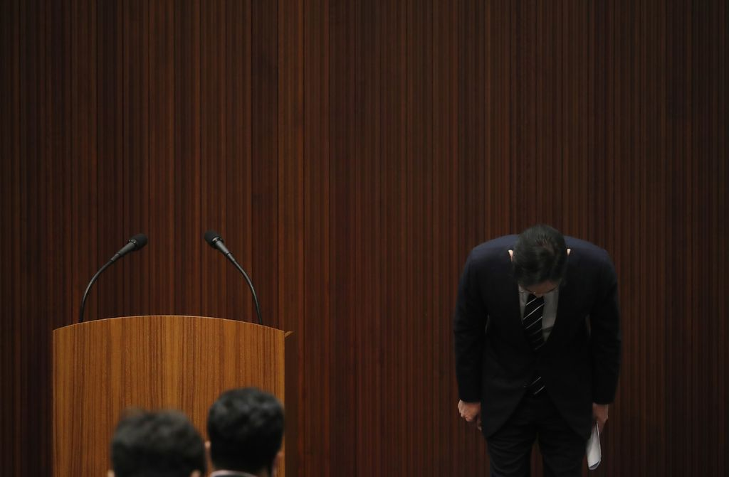 Samsung Electronics Vice Chairman Lee Jae-yong bows during a news conference at a company's office building in Seoul, South Korea, Wednesday, May 6, 2020. Lee on Wednesday issued a statement of remorse but offered no clear admission of wrongdoing over his alleged involvement in a 2016 corruption scandal that spurred massive street protests and sent South Korea's then-president to prison. (Kim Hong-Ji/Pool Photo via AP)