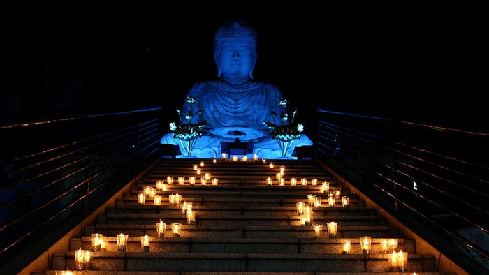 Patung Buddha berukuran raksasa tersebar di sejumlah negara. Selain menjadi simbol keagamaan, patung Buddha juga menjadi objek wisata. Berikut penampakannya.