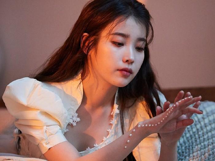 Behind the Scene MV IU x SUGA