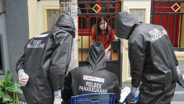 Polisi mendatangi rumah yang dibobol maling dan pemiknya harus menjalani karantina akibat positif Corona (dok. Istimewa).