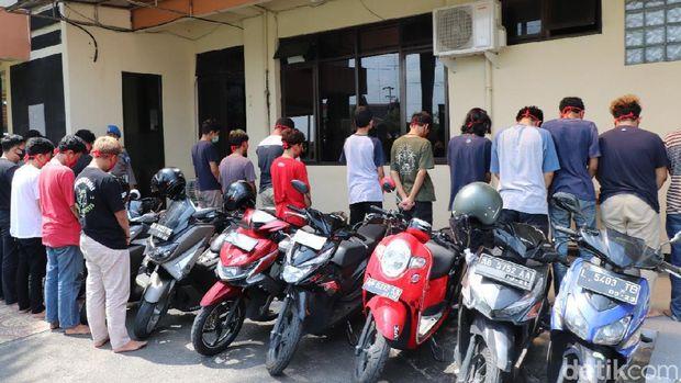 Belasan remaja yang diamankan karena diduga akan tawuran di Bantul, Kamis (7/5/2020).
