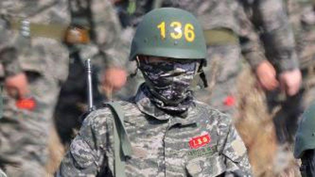 Ini Son Heung-min Saat Wamil: Berbaju Tentara, Bawa Senapan