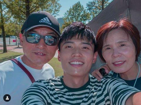 YouTuber Korea Reomit Jang Hansol dan kedua orangtuanya yang asli orang Korea.