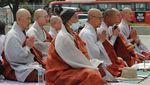 Biksu di Kosel Doa Bersama untuk Korban Corona