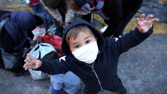 Pemerintah Yunani evakuasi ratusan migran dari kamp Moria di Pulau Lesbos. Kondisi anak-anak migran itu terlihat memprihantinkan di tengah pandemi COVID-19.