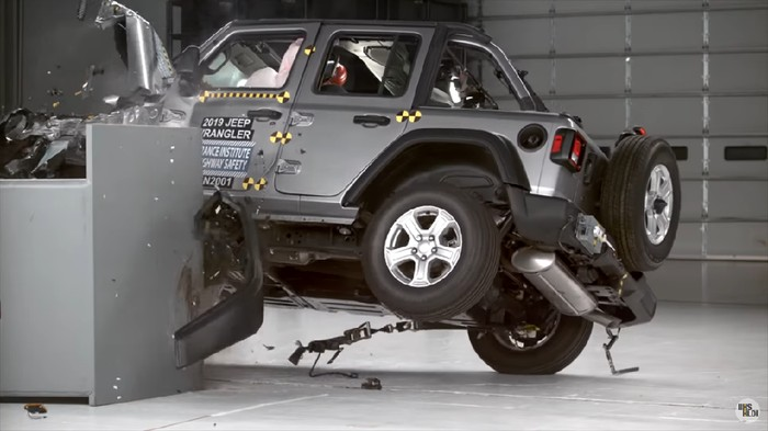 Uji Tabrak Jeep Wrangler