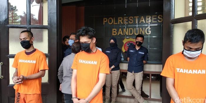 Ferdian Paleka berbaju tahanan terancam 12 tahun bui akibat konten prank