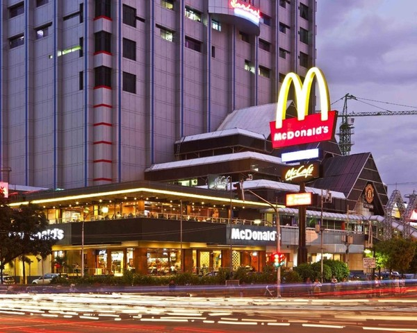 Tak perlu waktu yang terlalu lama, pada 2011 brand McDonalds berhasil kembali lagi ke Sarinah, Thamrin, melalui proses tender dan beroperasi hingga saat ini di bawah bendera PT Rekso Nasional Food (RNF). (Rifkianto Nugroho) (Istimewa)
