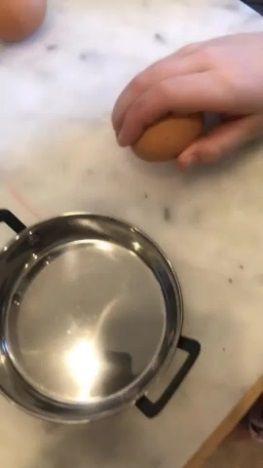 Cara pecahkan telur
