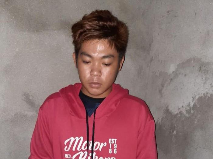 Pelaku salat sambil joget yang viral di Sumsel saat diamankan polisi (dok. Istimewa)