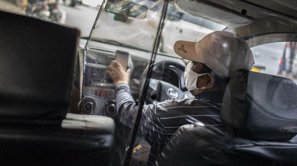 Kreatif! Begini Antisipasi Penyebaran COVID-19 di Taksi Online
