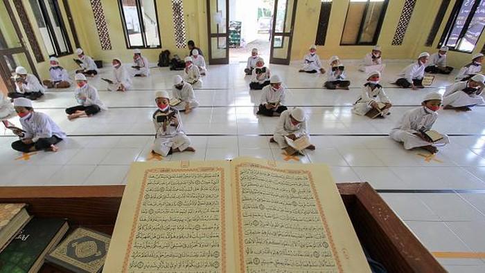 Peran Pesantren di Era Milenial  Pesantren memiliki peran penting dalam penyebaran dakwah Islam di seluruh dunia khususnya di negara mayoritas Muslim.  Selain itu pesantren memiliki peran penting di bidang pendidikan serta serta seni budaya Islam khususnya di era milenial