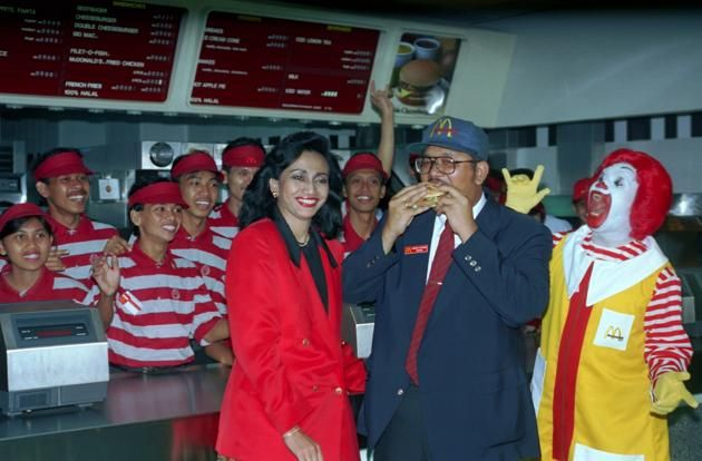 Momen pembukaan McDonald's Sarinah tahun 1991.