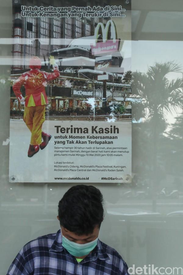 Dalam beberapa hari ke depan, semoga traveler bisa melapangkan dada sekaligus mengingat momen menyenangkan di McDonalds Sarinah sebelum resmi ditutup pada Minggu malam. Terima kasih, McDonalds Sarinah. ( Rifkianto Nugroho)