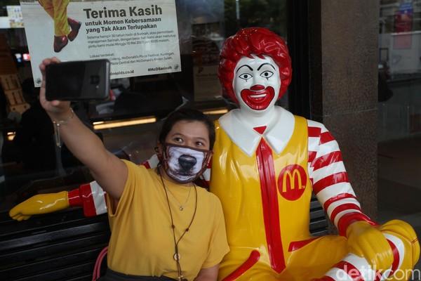 Ternyata ini bukan pertama kalinya McDonalds pergi meninggalkan rumah pertamanya di Sarinah. Diketahui, McDonalds sempat meninggalkan Sarinah pada 2009 dan digantikan oleh brand TonyJacks.