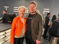 Maye Musk, ibu Elon Musk