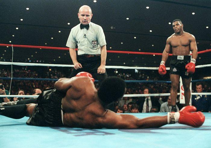 Petinju legendaris Mike Tyson punya sederet duel kontroversial (AFP)