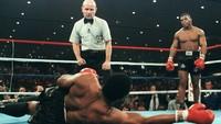Mike Tyson Kembali Naik Ring, Ini Deretan Duelnya yang Kontroversial