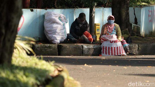 Penyandang masalah kesejahteraan sosial (PMKS) musiman mulai berdatangan ke Kota Bandung di bulan Ramadhan ini. Begini potretnya.