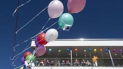 Penghuni panti jompo mengikuti acara keagamaan bertema Secercah Harapan di pusat perawatan Schanzehof, Jerman. Balon warna-warni pun menghiasi rumah mereka.