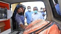 Gubernur Sulbar Serahkan Ambulans untuk Penanganan Corona di Polman