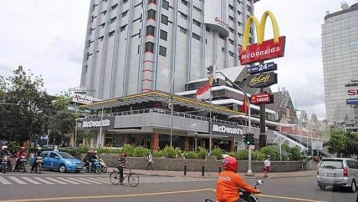 Resto cepat saji McDonalds di pusat perbelanjaan Sarinah akan ditutup usai 29 tahun beroperasi. Yuk, lihat lagi perjalanan gerai McD pertama di Indonesia itu.
