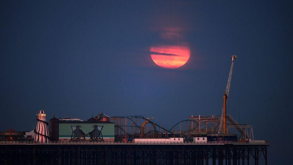 Siap-siap Lihat Bulan Purnama Stroberi Malam Ini