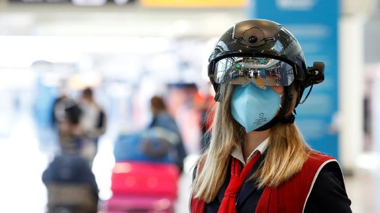 Helm Pintar di Bandara Italia