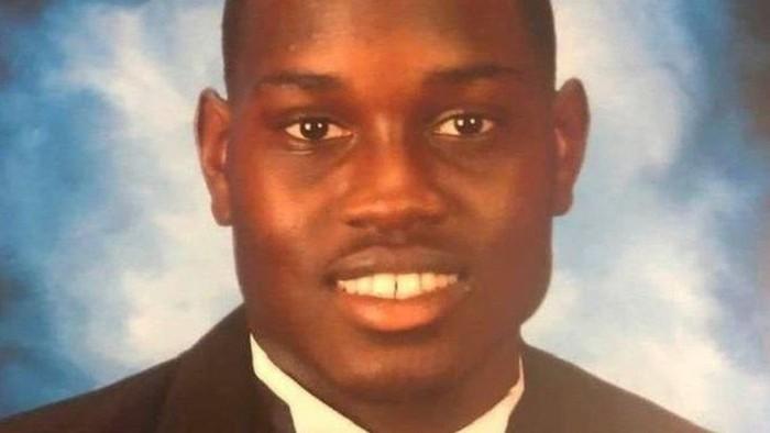 Ahmaud Arbery: Tuntutan keadilan di tengah murka dan protes di Amerika karena kematian seorang anak muda kulit hitam di tangan seorang mantan polisi dan anaknya