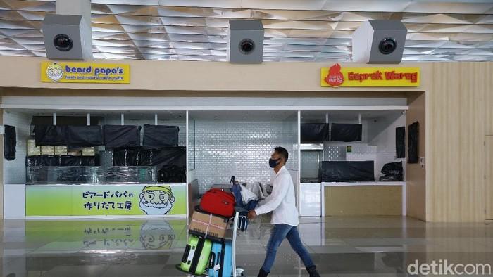 Sejumlah fasilitas di Bandara Seotta seperti ritel dan restoran masih belum dibuka. Berikut foto-foto terkininya.