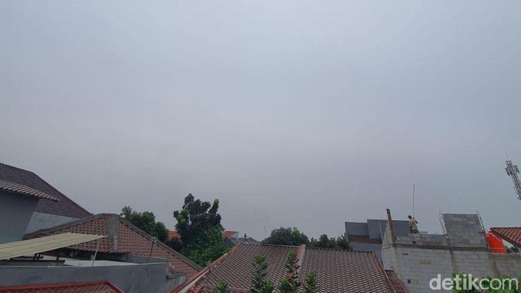 Langit Jabodetabek Tampak Memutih Siang-Sore Hari, Ini Penjelasan BMKG