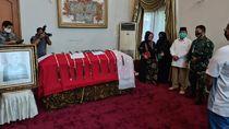 Potret Prabowo di Samping Peti Jenazah Djoko Santoso