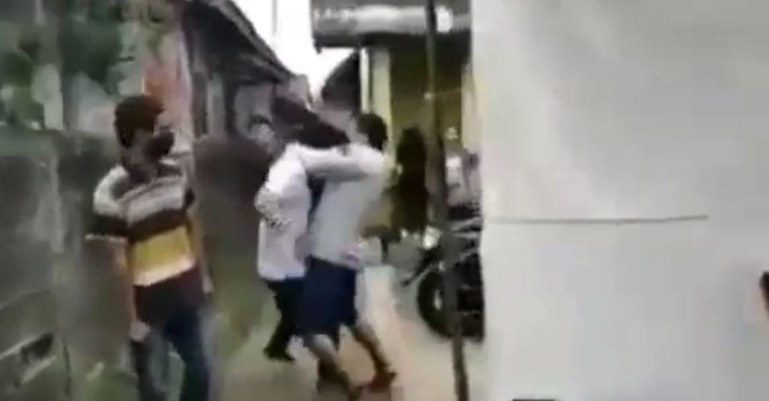 Pemuda Jonggol pukul ketua karang taruna gara-gara marah ditegur soal Masker, viral. (Dok Istimewa)