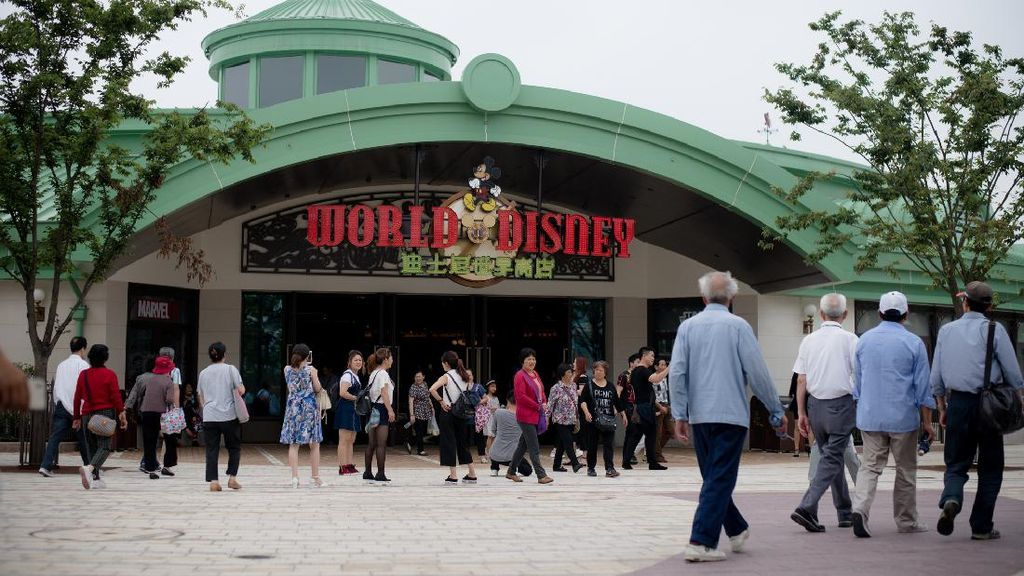 Buka Lagi Besok, Tiket Disneyland Shanghai Ludes dalam Hitungan Menit