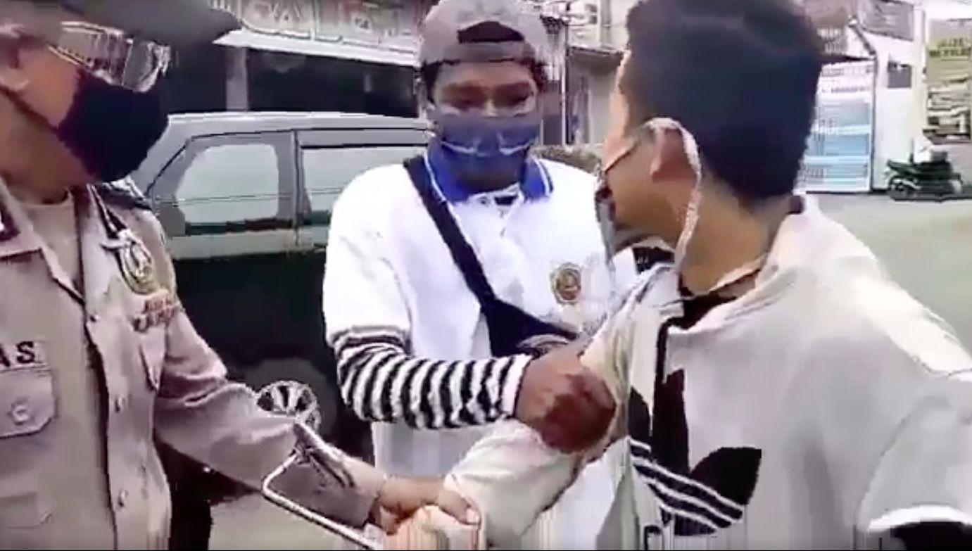 Kronologi peristiwa viral: pemukulan warga oleh pemuda Jonggol yang ditegur soal masker. (Tangkapan layar video viral)