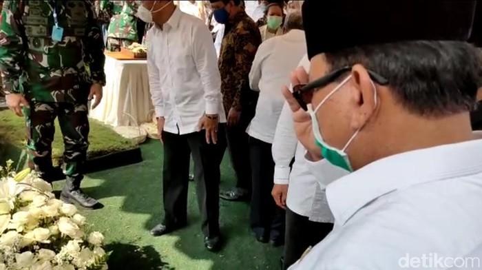 Menhan Prabowo beri penghormatan terakhir di makam Djoko Santoso